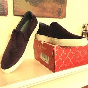 Skechers Vaso velveteen slip-on sneakers, NIB